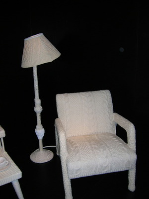 Knitted_lamp_and_chair