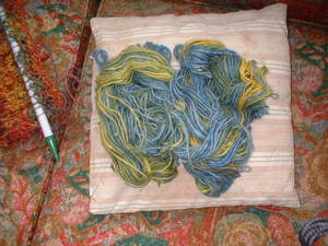 Yellow_and_green_yarn